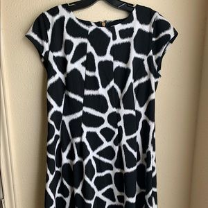 Mk black/white giraffe print dress